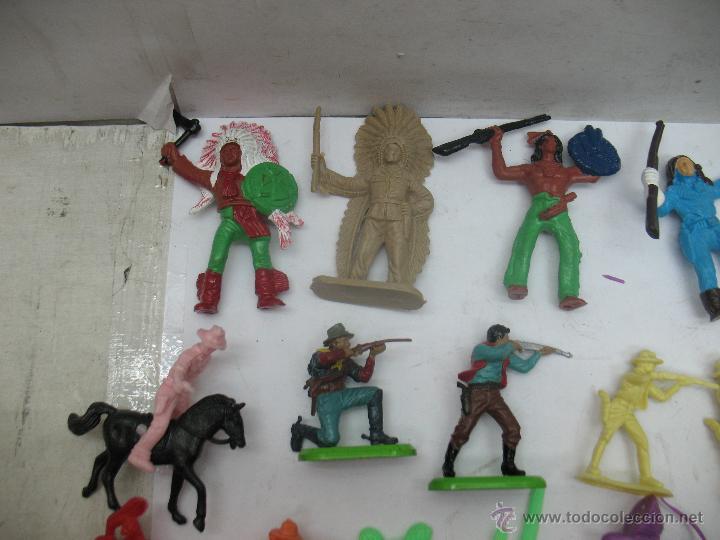 Reproducciones Figuras de Acción: Lote de 26 figuras de plástico indios y vaqueros - Foto 2 - 53314645