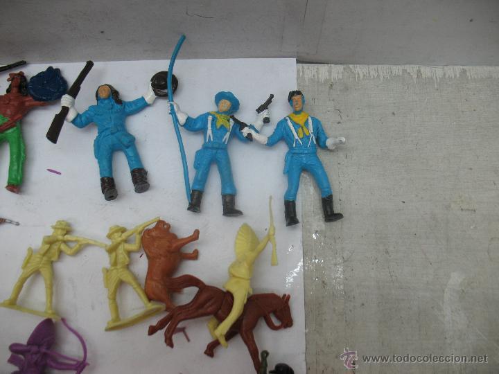 Reproducciones Figuras de Acción: Lote de 26 figuras de plástico indios y vaqueros - Foto 3 - 53314645