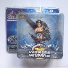 Reproducciones Figuras de Acción: THE JUSTICE LEAGUE HEROES FIGURA WONDERWOMAN PAPERWEIGHTS BY DC COMICS. Lote 56321627
