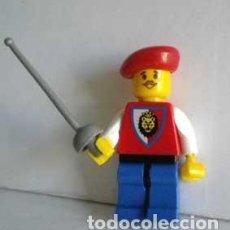 Reproducciones Figuras de Acción: FIGURA GUARDA REAL CON FLORETE CORTE ESPADACHIN ESGRIMA POSIBLE LEGO ANTIGUO. Lote 71833295