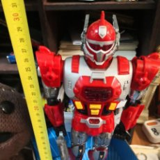 Reproducciones Figuras de Acción: MUÑECO ROBOT SUPER ROBOTTRON MADE IN TAIWAN. ENCIENDE LUCES Y SONIDO. PLÁSTICO DURO . Lote 192558220