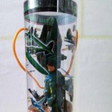 Reproducciones Figuras de Acción: LOTE S-3 TUBO CON FIGURAS Y COMPLEMENTOS DE SOLDADOS. Lote 217081821