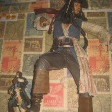 Reproducciones Figuras de Acción: JACK SPARROW MUÑECO GIGANTE 43 CM CON VOZ EN INGLES LEA DESCRIPCION. Lote 220383700