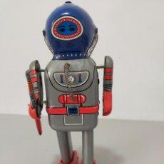 Reproducciones Figuras de Acción: ROBOT HOJALATA A CUERDA MADE IN CHINA. Lote 244719925