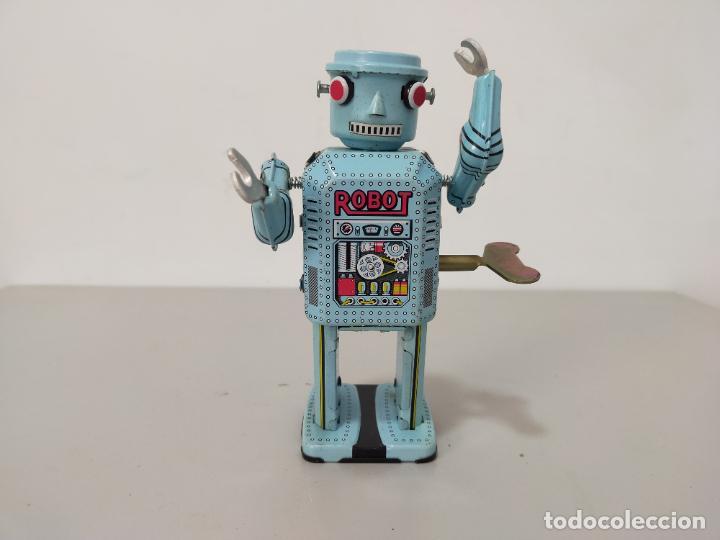 ROBOT HOJALATA A CUERDA MADE IN CHINA (Juguetes - Reproducciones Figuras de Acción)