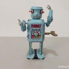Reproducciones Figuras de Acción: ROBOT HOJALATA A CUERDA MADE IN CHINA. Lote 244720020