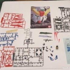 Reproducciones Figuras de Acción: DESTINY GUNDAM- ZGMF X42S- 1/144- BANDAI - ARMAS -CALCA - RESTOS DE MONTAJE- MANUAL DE ENSAMBLAJE. Lote 244952885