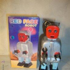 Juguetes antiguos de hojalata: ROBOT-NEW RED FACE ROBOT WIND UP TIN TOY. EN SU CAJA. FUNCIONA A CUERDA. Lote 24866379