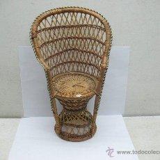 Reproducciones Muñecas Españolas: SILLA DE MIMBRE PARA MUÑECA. Lote 44235960