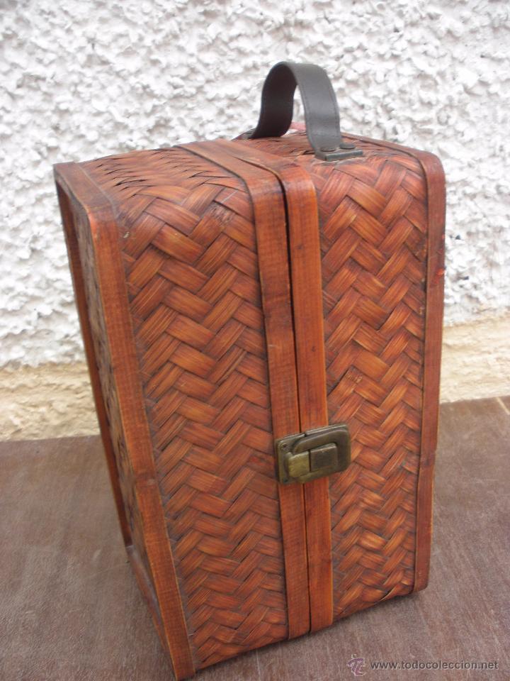 Reproducciones Muñecas Españolas: Armario para muñeca tipo baul realizado en fibra tipo mimbre - Foto 3 - 50658587
