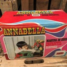 Reproducciones Muñecas Españolas: MAQUINA DE COSER INFANTIL ANNABELLA DE EUREKA. Lote 58242907