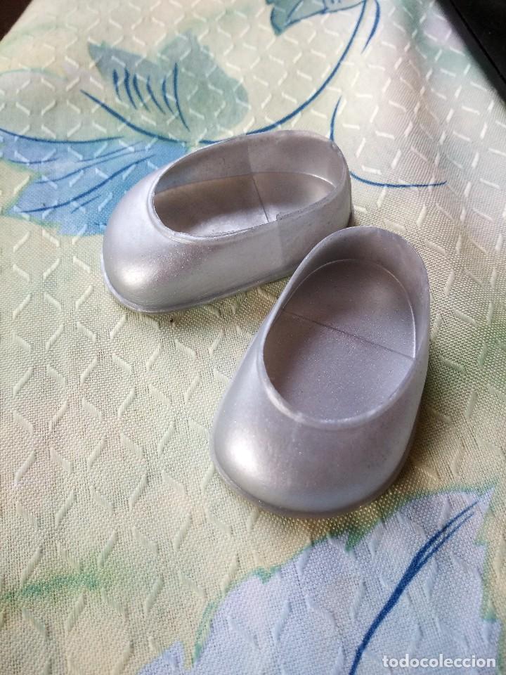 Reproducciones Muñecas Españolas: Zapatos plateados de nancy,reproducción nuevos . - Foto 2 - 120748147