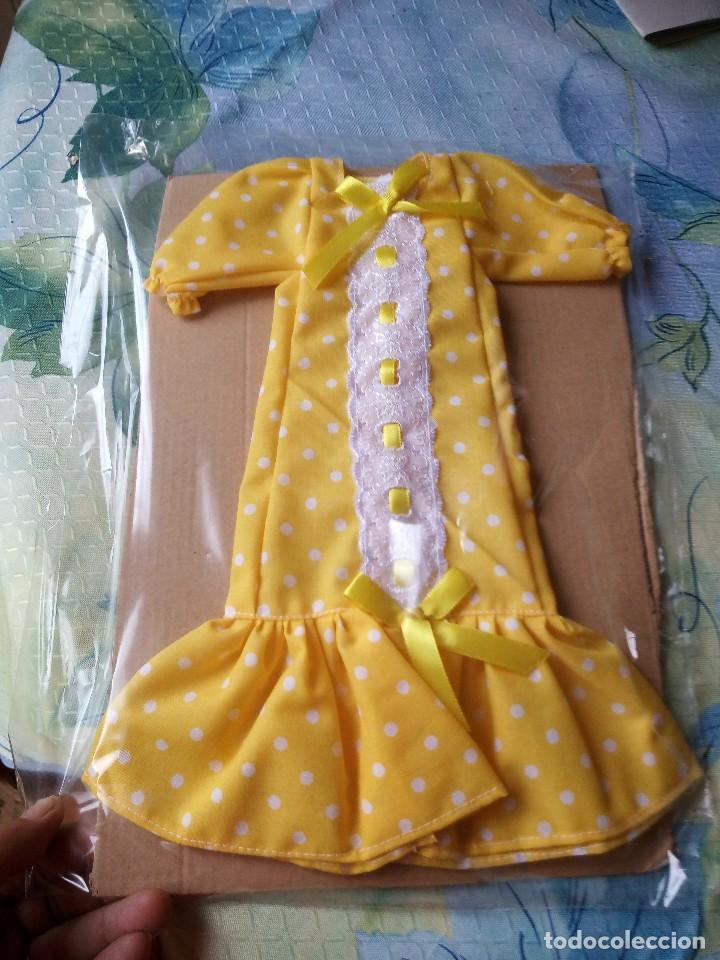 Vestido amarillo con lunares blancos