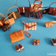 Reproducciones Muñecas Españolas: UN BOLSO PARA CADA OCASIÓN+ GORROS+ PULSERAS+COLLARES TRESSY MANIQUI, CISSETTE O BARBY. Lote 251971515