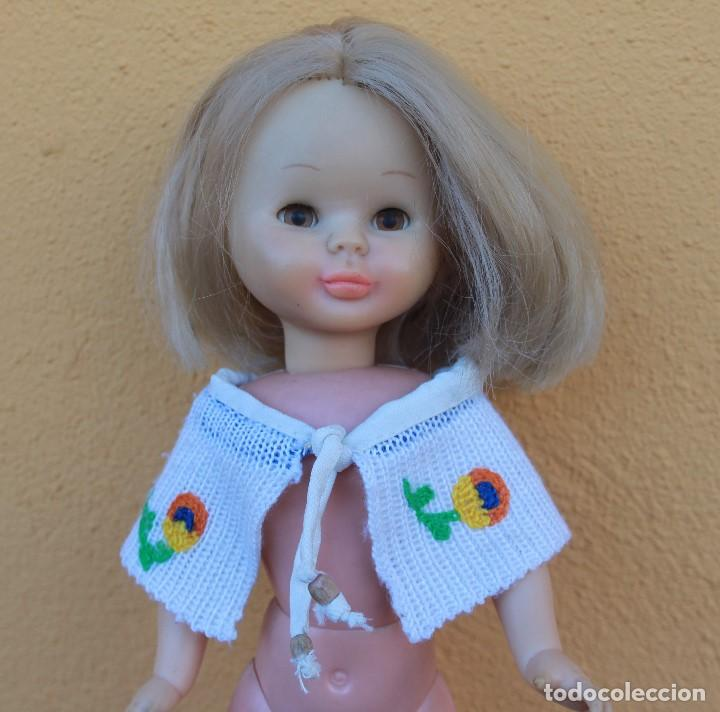 Reproducciones Muñecas Españolas: Capa y falda bordadas a juego para Nancy - Foto 3 - 139191594