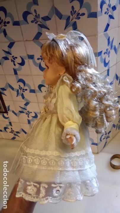Reproducciones Muñecas Españolas: Antigua muñeca de porcelana con vestido blanco, lazo y flores - Foto 2 - 142527698