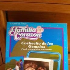 Reproducciones Muñecas Españolas: COCHECITO DE LOS GEMELOS DE LA FAMILIA CORAZON AÑO 1987. Lote 154005286