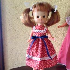 Reproduções Bonecas Espanholas: LESLY : RÉPLICA DE DIFÍCIL CONJUNTO ROJO DE FLORES. Lote 207564515