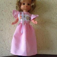 Reproduções Bonecas Espanholas: LESLY : RÉPLICA DE CONJUNTO CUADRITOS EN ROSA. Lote 208590323