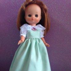 Reproduções Bonecas Espanholas: LESLY : RÉPLICA DE DIFÍCIL CONJUNTO CUADRITOS EN VERDE Y BLANCO. Lote 242218020