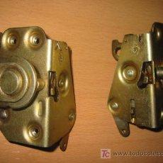 Coches y Motocicletas: MECANISMOS CIERRE PUERTAS TRASERAS SEAT 124. Lote 27483221