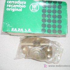 Coches y Motocicletas: CERRADURA PUERTA DELANTERA IZQUIERDA SEAT-124. Lote 136868873