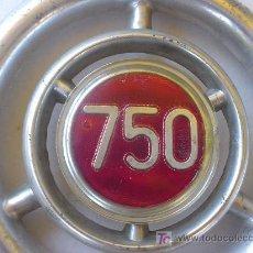 Coches y Motocicletas: DISTINTIVO FRONTAL DE SEAT 750. FRONTAL SYMBOL OF SEAT 750. . Lote 26455567