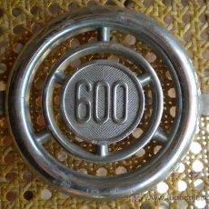 Coches y Motocicletas: EMBELLECEDOR DE SEAT 600, 13 CMS.. Lote 61991220