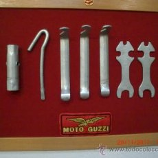 Coches y Motocicletas: MOTO GUZZI JUEGO HERAMIENTAS ENMARCADO 45X35 CMS.. Lote 29373862