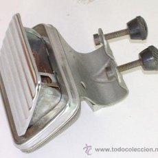 Coches y Motocicletas: CENICERO METÁLICO DE COCHE ANTIGUO. Lote 30964896