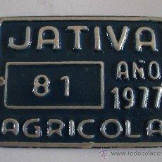 Coches y Motocicletas: CHAPA TASA DE RODAJE, AGRICOLA 81, JATIVA 1977 (6,5X5CM APROX, SIN ESTRENAR). Lote 31944327