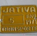Coches y Motocicletas: CHAPA TASA DE RODAJE, TRANSPORTE 5, JATIVA 1971 (6,5X5CM APROX, SIN ESTRENAR). Lote 31944485