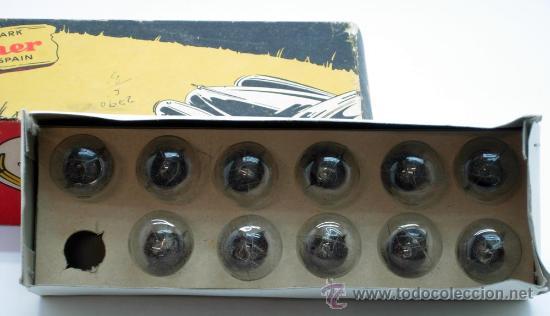 Coches y Motocicletas: Caja 11 bombillas Lámparas Wagner coche Ref 147 B 24 voltios 18/4 W Pistones rectos sin uso - Foto 2 - 33610453
