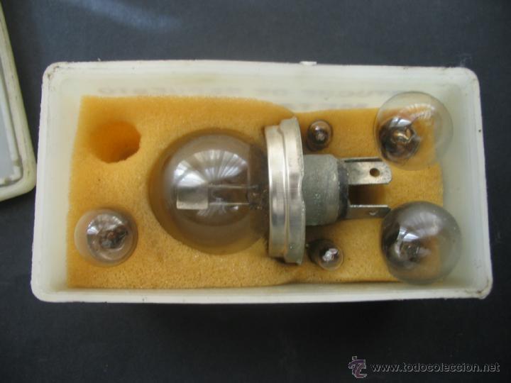 Coches y Motocicletas: Caja bombillas recambio Metal Mazda.Citroen C8.Años 70. - Foto 3 - 41693191