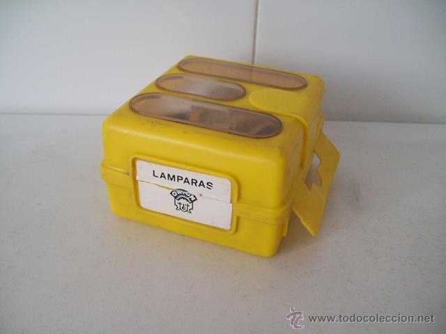Coches y Motocicletas: Vieja caja con bombillas y fusibles para coche / automóvil - Foto 2 - 45424912