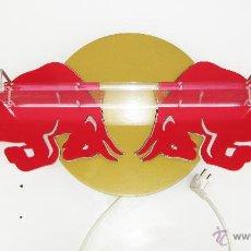 Coches y Motocicletas: GRAN LAMPARA IDEAL DECORACION FORMULA 1 O BAR RED BULL METAL LACADO ROJO DOADO Y METACRIALTO. Lote 48798897