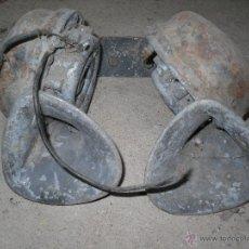 Coches y Motocicletas: BOCINAS DE COCHE ANTIGÜO. Lote 50318933