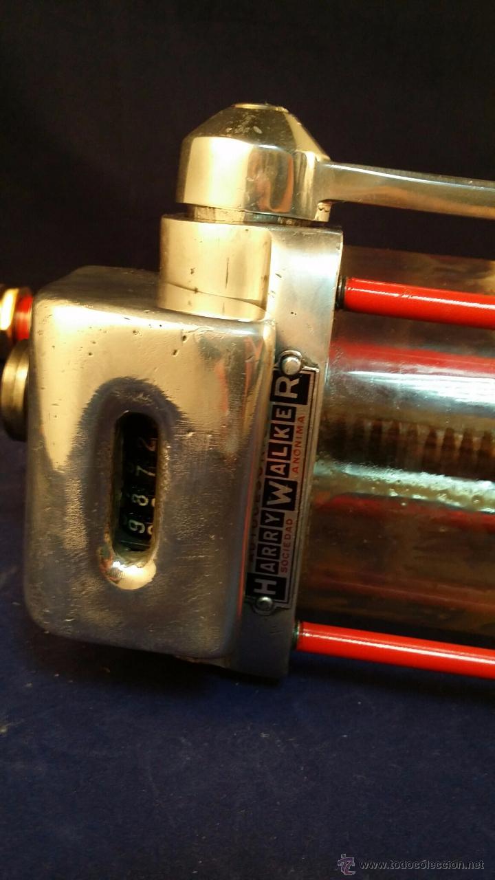 Coches y Motocicletas: Antiguo dispensador de aceite de motor Autocesorios Harry Walker - Funciona - Foto 5 - 52407370