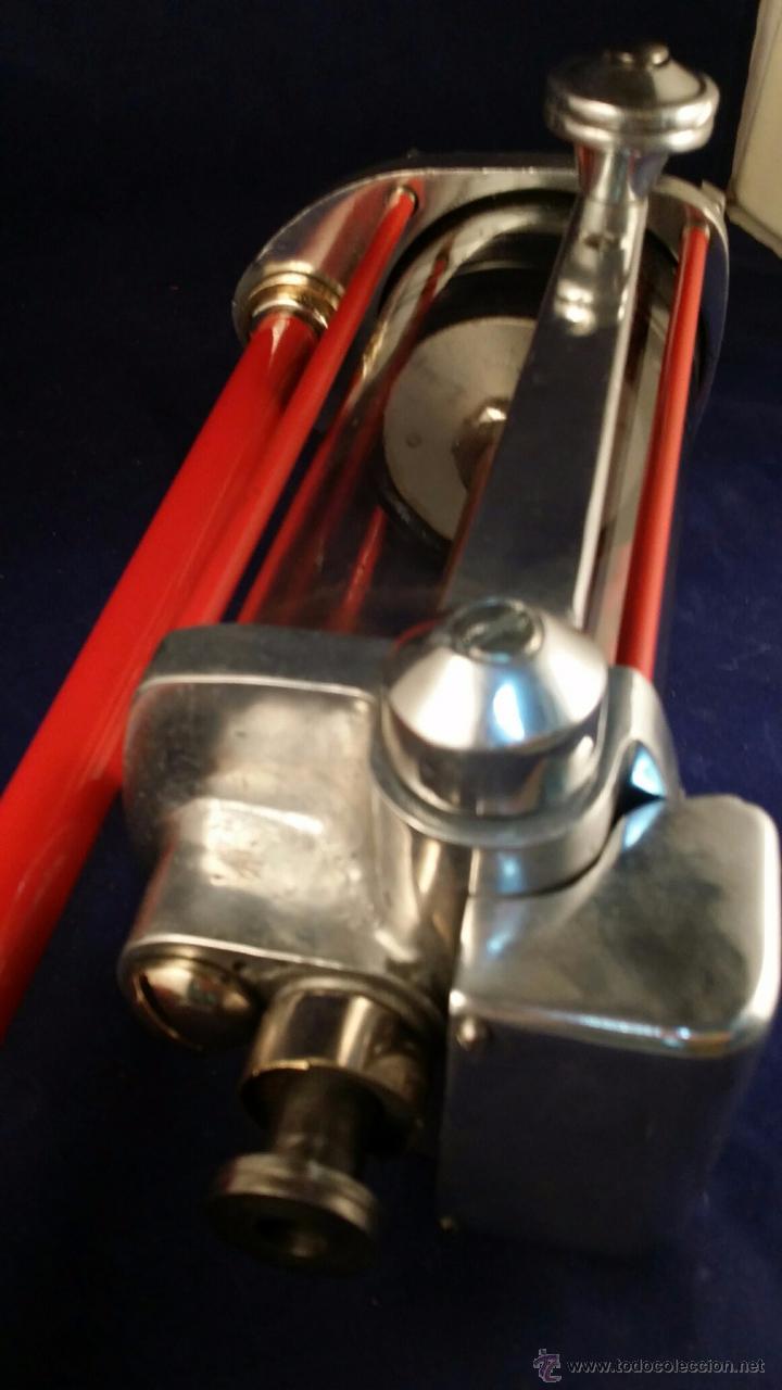 Coches y Motocicletas: Antiguo dispensador de aceite de motor Autocesorios Harry Walker - Funciona - Foto 6 - 52407370