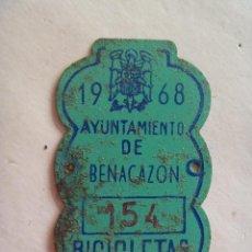 Coches y Motocicletas: PLACA DE BICICLETA DE 1968 . AYUNTAMIENTO DE BENACAZON ( SEVILLA ) , CON AGUILA DE SAN JUAN, FRANCO. Lote 55306131
