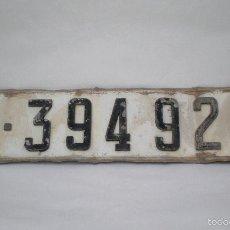 Coches y Motocicletas: ANTIGUA MATRÍCULA-PLACA DE ALUMINIO DE MADRID, AÑO 1964, NÚMEROS Y LETRAS REMACHADOS EN RELIEVE. Lote 57074808