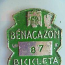 Coches y Motocicletas: PLACA DE BICICLETA DE 1969 . BENACAZON ( SEVILLA ) . CON AGUILA DE SAN JUAN . FRANCO .. Lote 57167561