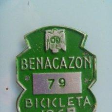 Coches y Motocicletas: PLACA DE BICICLETA DE 1969 . BENACAZON ( SEVILLA ) . CON AGUILA DE FRANCO .. Lote 57408844