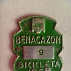 Coches y Motocicletas: PLACA DE BICICLETA DE 1969 . BENACAZON ( SEVILLA ) . CON AGUILA DE SAN JUAN . FRANCO .. Lote 57717577