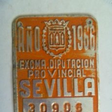 Coches y Motocicletas: PLACA DE BICICLETA DE 1966 . DIPUTACION DE SEVILLA . CON ESCUDO DE LA DIPUTACION. Lote 57860712