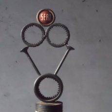 Coches y Motocicletas - seat trofeo de arte con piezas de recambio nunca visto seat 600 ? decoracion taller - 58434395