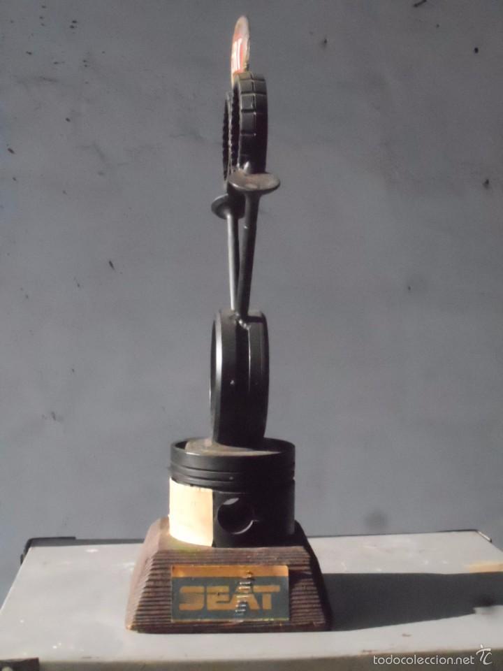 Seat trofeo de arte con piezas de recambio nunc comprar for Decoracion de piezas