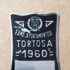 Coches y Motocicletas: MATRICULA CHAPA PLACA BICICLETA - NO CARRO AGRICOLA - 1960 TORTOSA (TARRAGONA) NEGRA. Lote 58626108