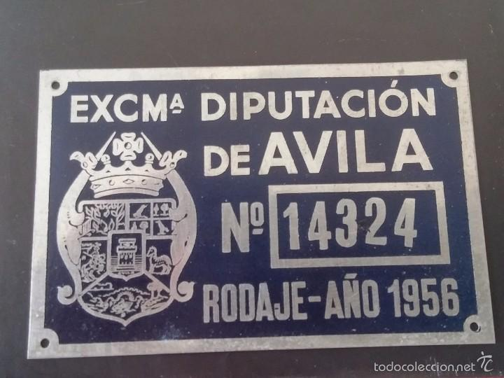 DIPUTACION DE AVILA, MATRICULA O TASA DE RODAJE AÑO 1956, MIDE 10 X 6,5 CMS. REALIZADA EN CHAPA. (Coches y Motocicletas - Repuestos y Piezas (antiguos y clásicos))