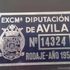 Coches y Motocicletas: DIPUTACION DE AVILA, MATRICULA O TASA DE RODAJE AÑO 1956, MIDE 10 X 6,5 CMS. REALIZADA EN CHAPA.. Lote 59763496
